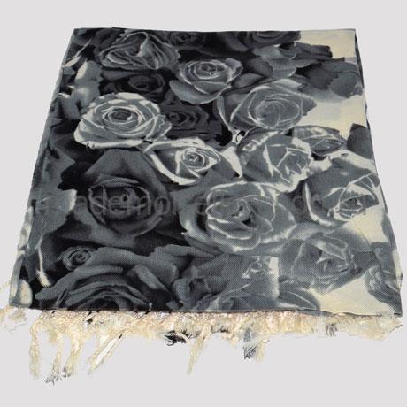 Палантин серый с розами