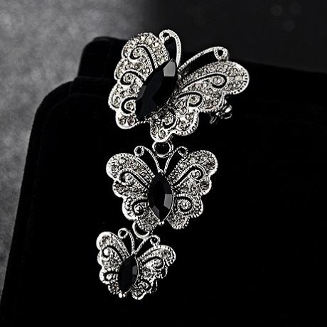 Брошь бабочки с черными кристаллами