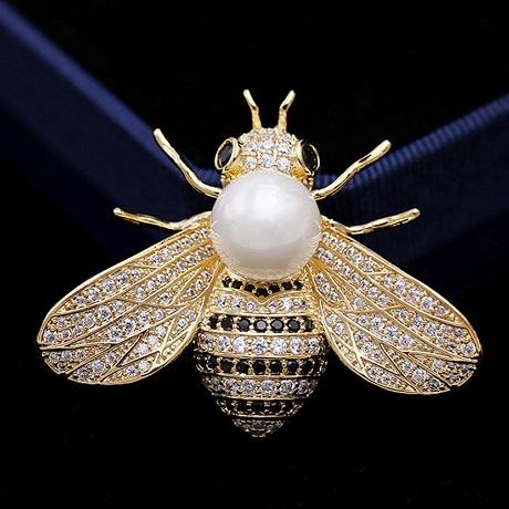 Брошь пчела с жемчужиной и цирконами